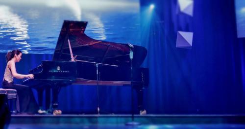 17 钢琴